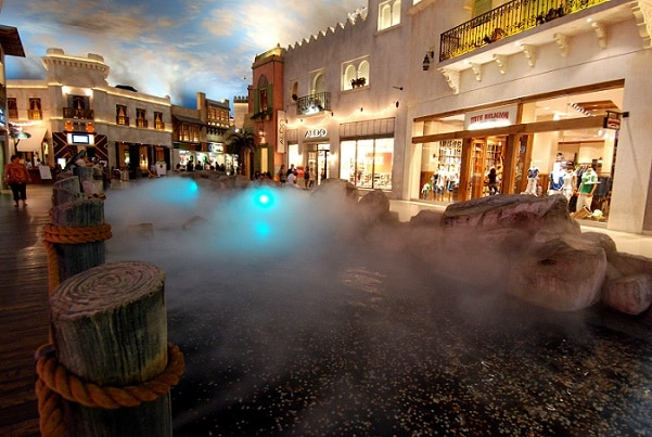 The fog and rainshow at the Miracle Mile Shops in Las Vegas