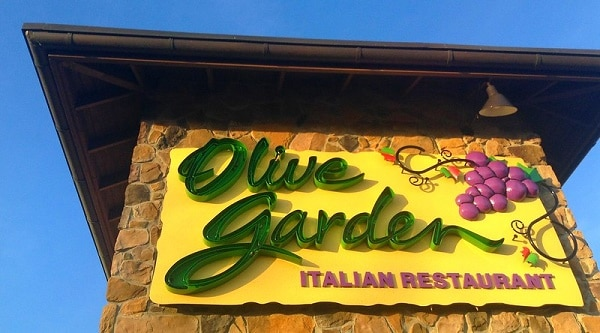 There are 8 Olive Garden locations in the Las Vegas area.